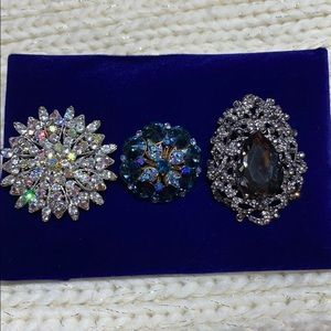 Bundle of 3 Sparkly Brooches/Pendants ! 💖